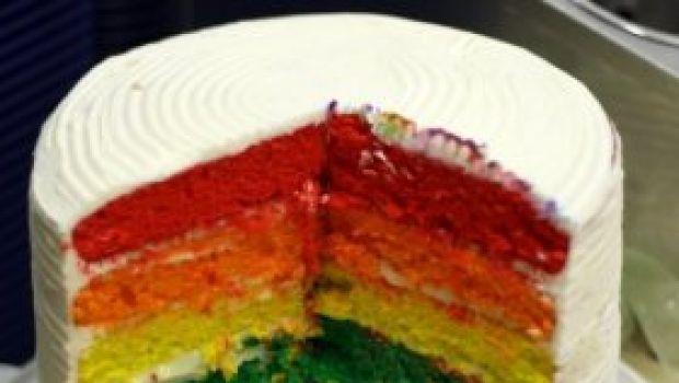 Un dolce di primavera: la torta arcobaleno