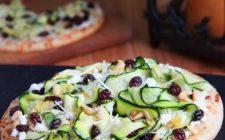 Ricette con le zucchine: la focaccia con parmigiano uvetta e pinoli