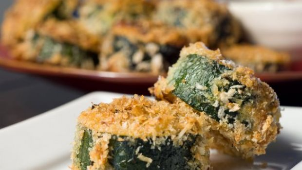 Ricette con le zucchine: ripiene di mozzarella e passate al forno