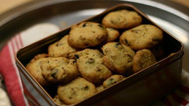 Ricetta dolce: biscotti con noci, cioccolato e canditi