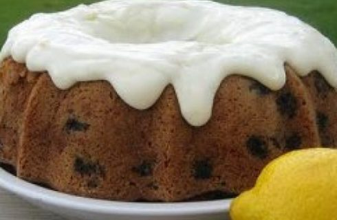 Ricette con le zucchine: la torta dolce con glassa al limone