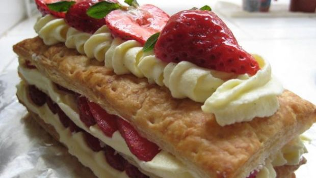 Dessert d'estate: millefoglie veloce alle fragole
