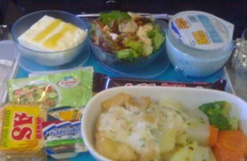 Curiosità: vi piace il cibo che servono sugli aerei?