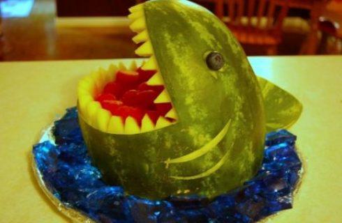 Come decorare l'anguria: lo squalo