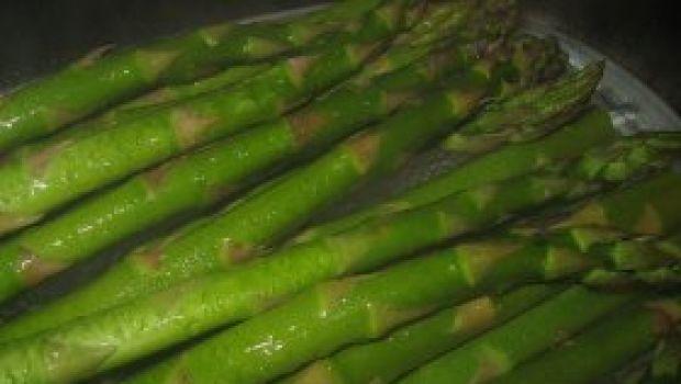 Finger food: pasticcini agli asparagi