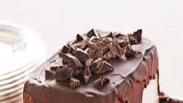 I dolci per l'estate: mattonella di gelato con colata di cioccolato fondente