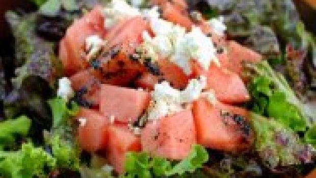 Ricette con l'anguria: in insalata con il formaggio di capra