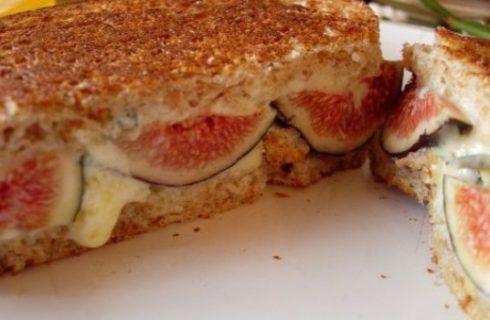 Il sandwich fritto con fichi e gorgonzola