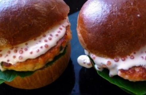 Gli hamburger di salmone per i bambini