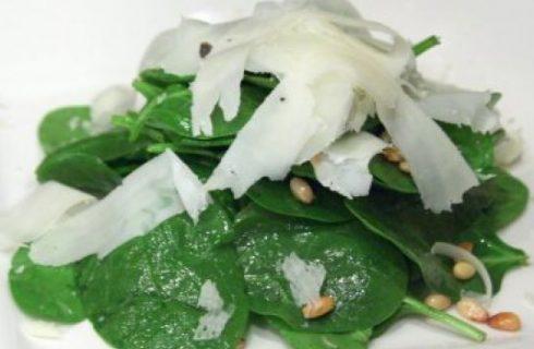 Ricette veloci: l'insalata di spinaci freschi e pecorino