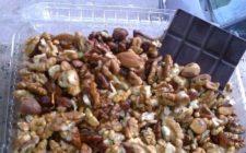Ricette dolci: frutta secca al cioccolato speziato.