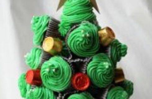 Ricette di Natale last minute: l'albero di Natale di cupcakes