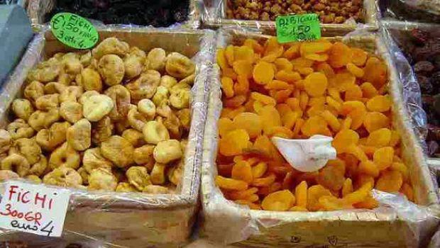 Ricette Carnevale: dessert di frutta (disidratata) e cacao con granella di nocciole