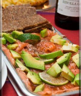 Ricette San Valentino: carpaccio di salmone con avocado, zenzero e salsa di soia