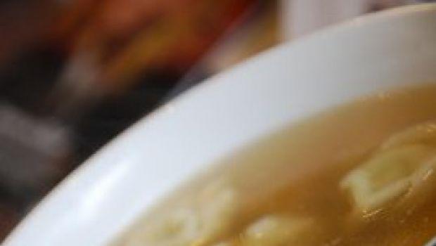 Ricette della tradizione: i tortellini in brodo di pollo