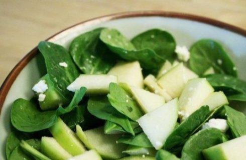 La ricetta dell'insalata di spinaci, feta e mela verde