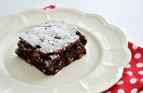 Ricette dolci, i brownies al cioccolato fondente e nocciole