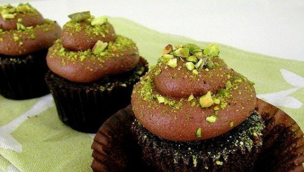I cupcake al cioccolato con ganache e pistacchi
