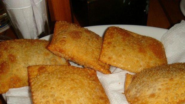 Ricette stuzzichini, i fagottini fritti con scarola e uvetta
