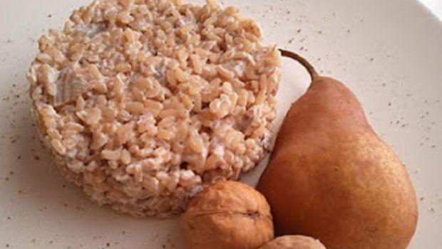 Ricetta delicata, il risotto con ricotta di capra, pere e noci