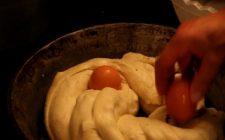 Ricette Pasqua: la treccia pasquale con le uova ripiena