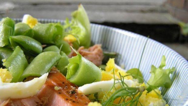 Ricette di primavera, insalata di mele e salmone