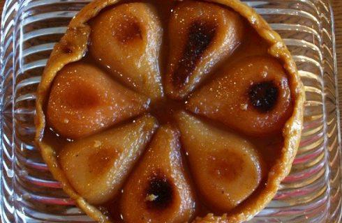 Ricette dolci, la tarte tatin di pere e cannella