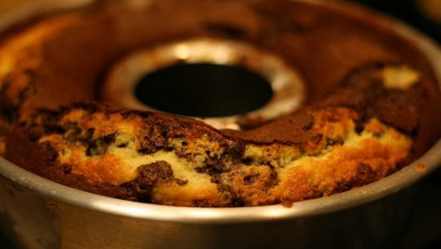 Ricetta dolce: ciambella bicolore all'Amaretto