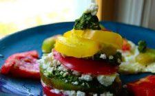 Le torrette di pomodori con ricotta e pesto, una ricetta vegetariana