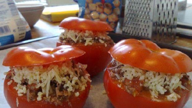 I pomodori ripieni di riso e carne al forno