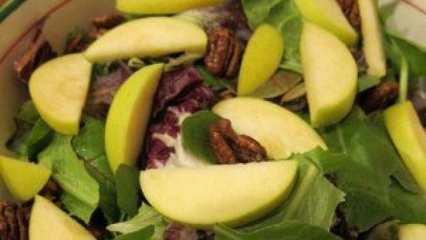 Ricetta insalata di mele, con robiola e noci