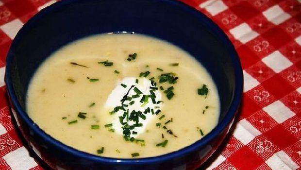 La crema di patate e porri con panna acida, una ricetta vegetariana economica