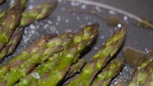 Ricetta degli asparagi brasati con salsa balsamica