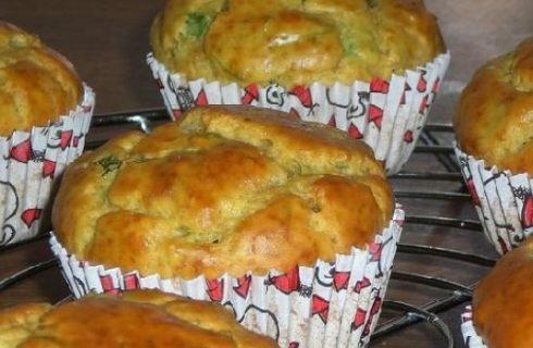 I muffin salati alle zucchine e ricotta, ideali per un pranzo fuori casa