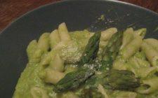 Pennette rigate con asparagi e uova, primo di stagione