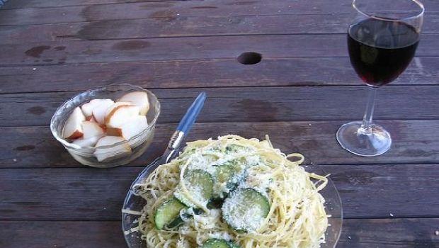 La ricetta della pasta alla carbonara vegetariana con zucchine