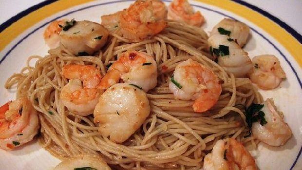 Ricette primi piatti pesce semplici: gli spaghetti ai gamberetti speziati