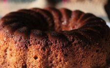 Ricetta dolce: torta con farina di farro e mirtilli disidratati