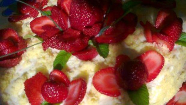 Ricette dolci: torta alle fragole effetto mimosa
