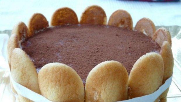 Il tiramisù al cioccolato bianco con mascarpone e pavesini