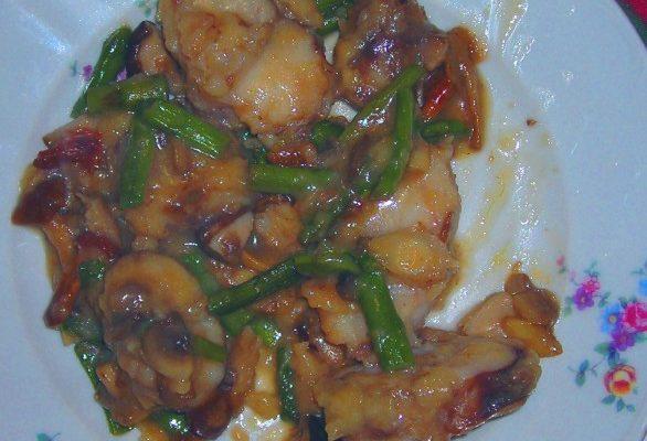 Ricette secondi: rana pescatrice con funghi e asparagi