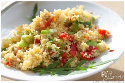 Piatti unici: insalata di cous cous, verdure e ceci