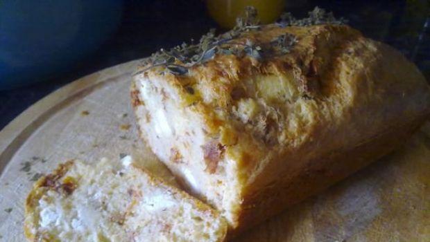 Pranzo in spiaggia: il cake rustico con prosciutto feta e origano