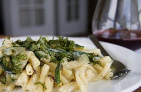 Ricette avanzi pasta con zucchine, menta e noci