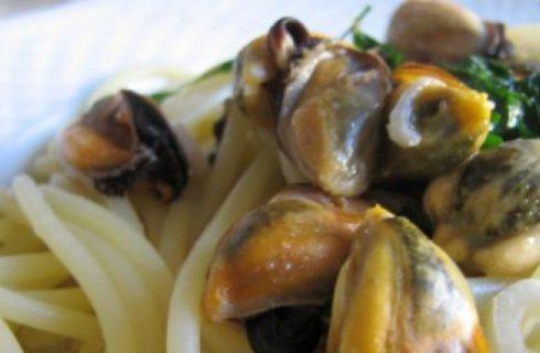 Ricette primi: spaghetti con cozze al profumo di erbe aromatiche