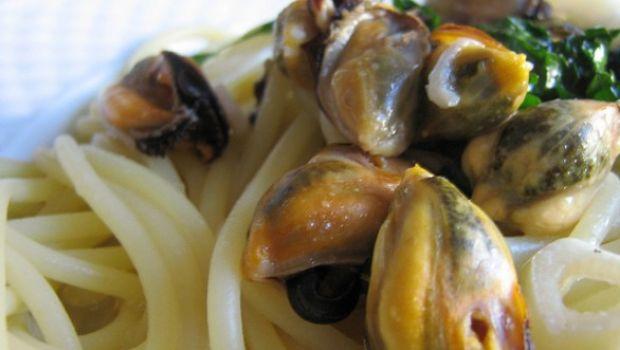 Primi piatti d'estate: spaghetti misto mare con menta e basilico