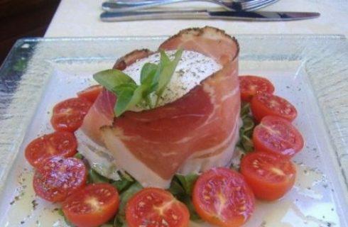 Bufala, pomodorini e crudo, un antipasto tutto italiano