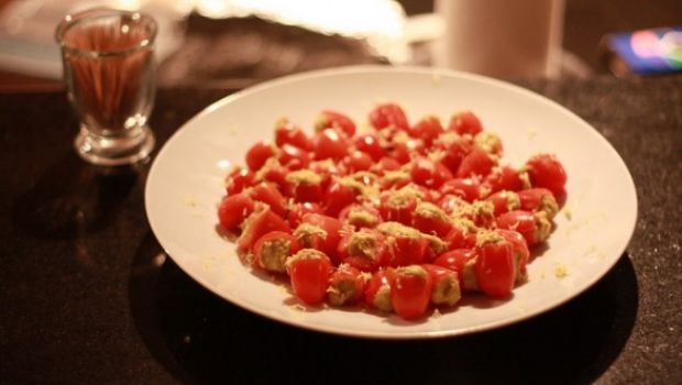 Pomodorini ripieni: la ricetta per un contorno freddo e leggero