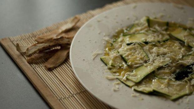 Zucchine in carpaccio, la ricetta del contorno estivo