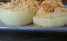 Come preparare le cipolle gratinate al forno, la ricetta